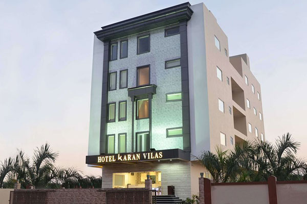 Large Photograph of HOTEL KARAN VILAS AGRA located in Agra