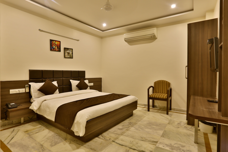 Lobby of HOTEL KAMRAN PALACE Hotel Ahmedabad - Budget Hotels in Ahmedabad