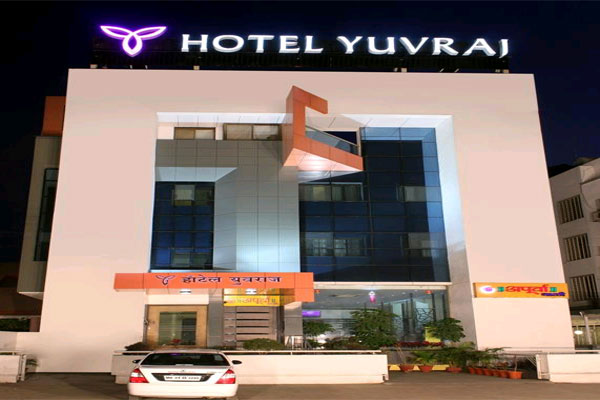 Large Photograph Of Hotel Yuvraj Aurangabad Located In