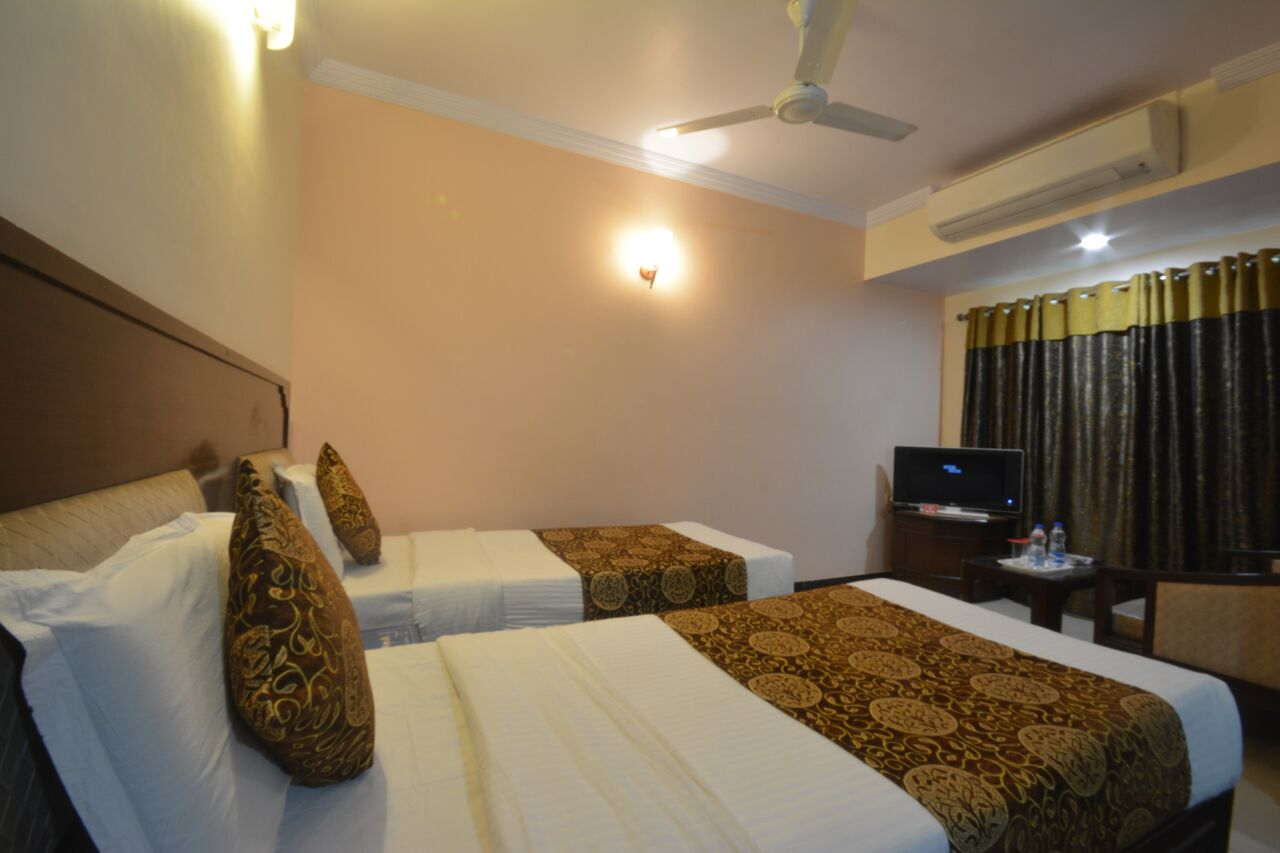 Large Photograph of HOTEL SUN N SHINE located in Bhavnagar