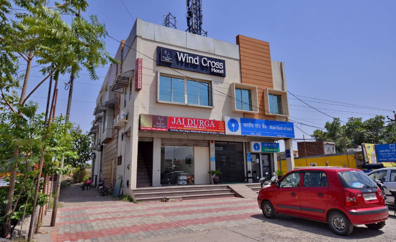 Large Photograph of WIND CROSS HOTEL located in Kalka