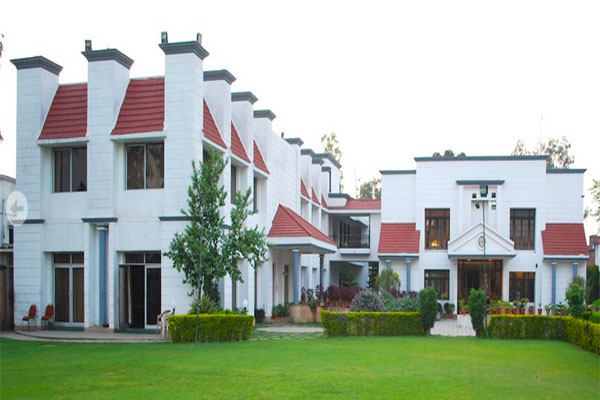 Large Photograph of CHARANS CLUB AND RESORT located in Lucknow