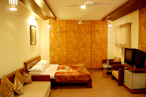 Large Photograph of HOTEL RAAJKAMAL located in Mount Abu