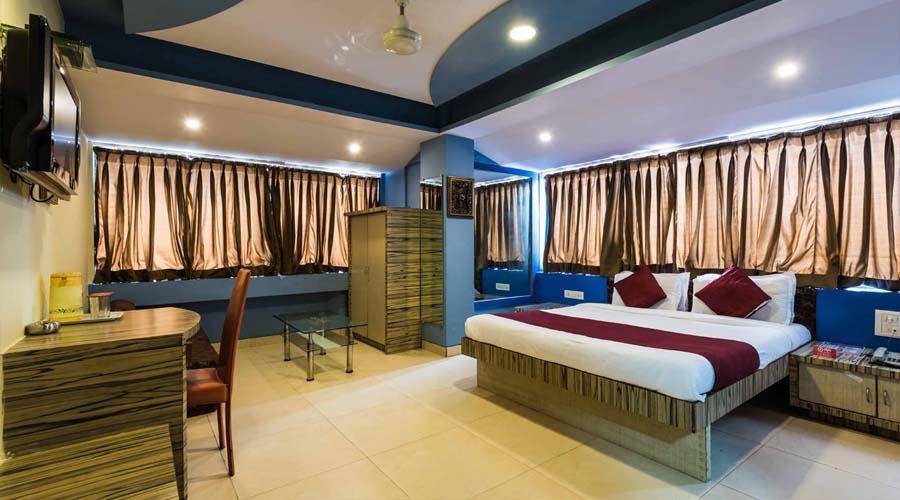 Lobby of Hotel Arma Executive. Close To Us Consulate Hotel Mumbai - Budget Hotels in Mumbai