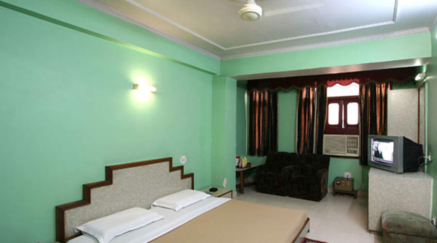 Lobby of HOTEL WOODLAND Hotel New Delhi - Budget Hotels in New Delhi