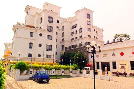 Large Photograph of Beverly Hills Hotel Pune located in Pune
