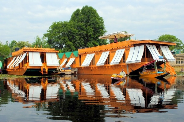 Large Photograph of New Jacquline Heritage Houseboats located in Srinagar