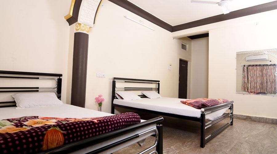 HOTEL RISHI KUTI
