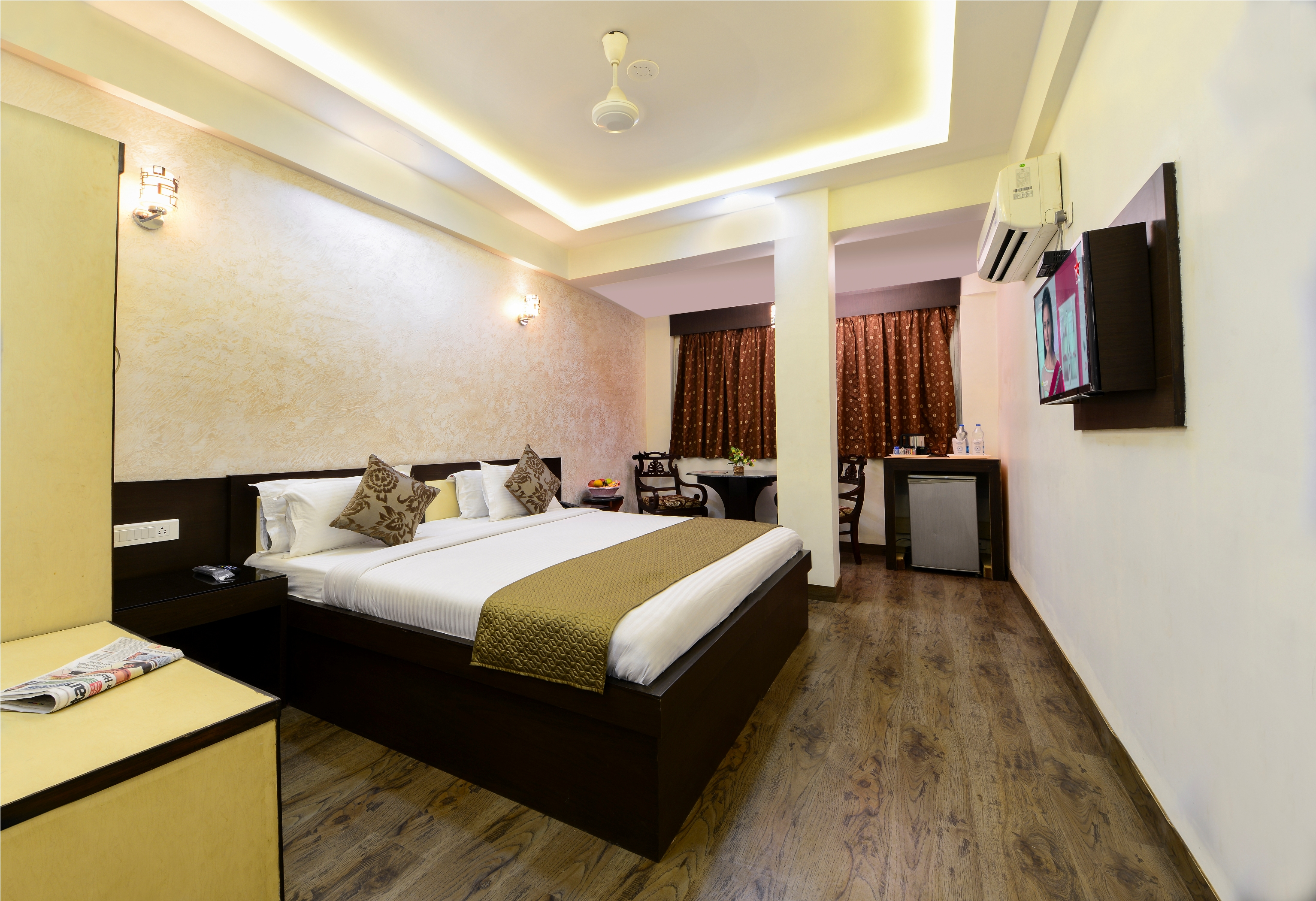 Deluxe AC Room, HOTEL ASHISH PALACE-AGRA - Budget Hotels in Agra