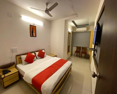 Deluxe Room, HOTEL RIVERFRONT AHMEDABAD - Budget Hotels in Ahmedabad