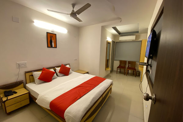 Deluxe Room, Hotel Riverfront - Budget Hotels in Ahmedabad