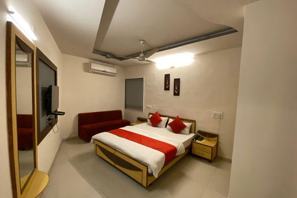 Super Deluxe Room, Hotel Riverfront - Budget Hotels in Ahmedabad