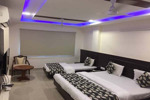 Deluxe AC Room, HOTEL SADBHAV AHEMDABAD - Budget Hotels in Ahmedabad