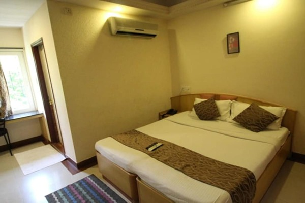 AC Double Room, Hotel Diamond Paradise - Budget Hotels in Bangalore