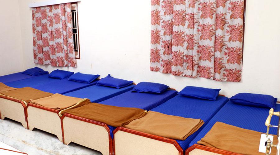 Dormitory A/C Room 7 Bedded,                                     HOTEL MAHESHWARI DIU - Budget Hotels in Diu