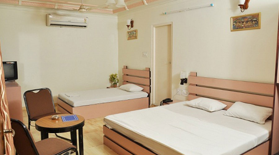 FAMILY ROOM AC, HOTEL SAVOY - Budget Hotels in Jaipur
