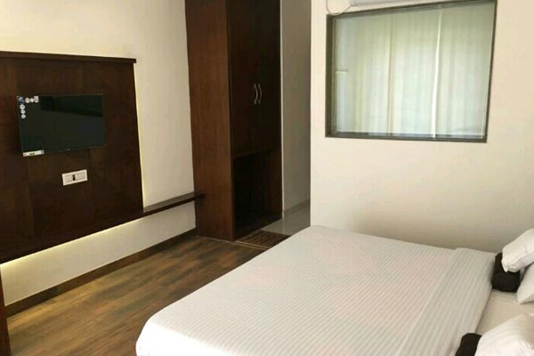Super Deluxe Room, Hotel Lotus Grand Akm - Budget Hotels in Kalka