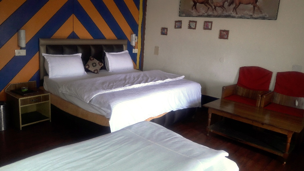 3 Bedded Room, Mayur Hotel And Restaurant (pure Veg.) - Budget Hotels in Lansdowne