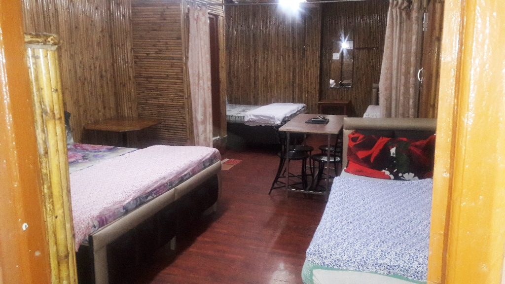 6 Bedded Room, Mayur Hotel And Restaurant (pure Veg.) - Budget Hotels in Lansdowne