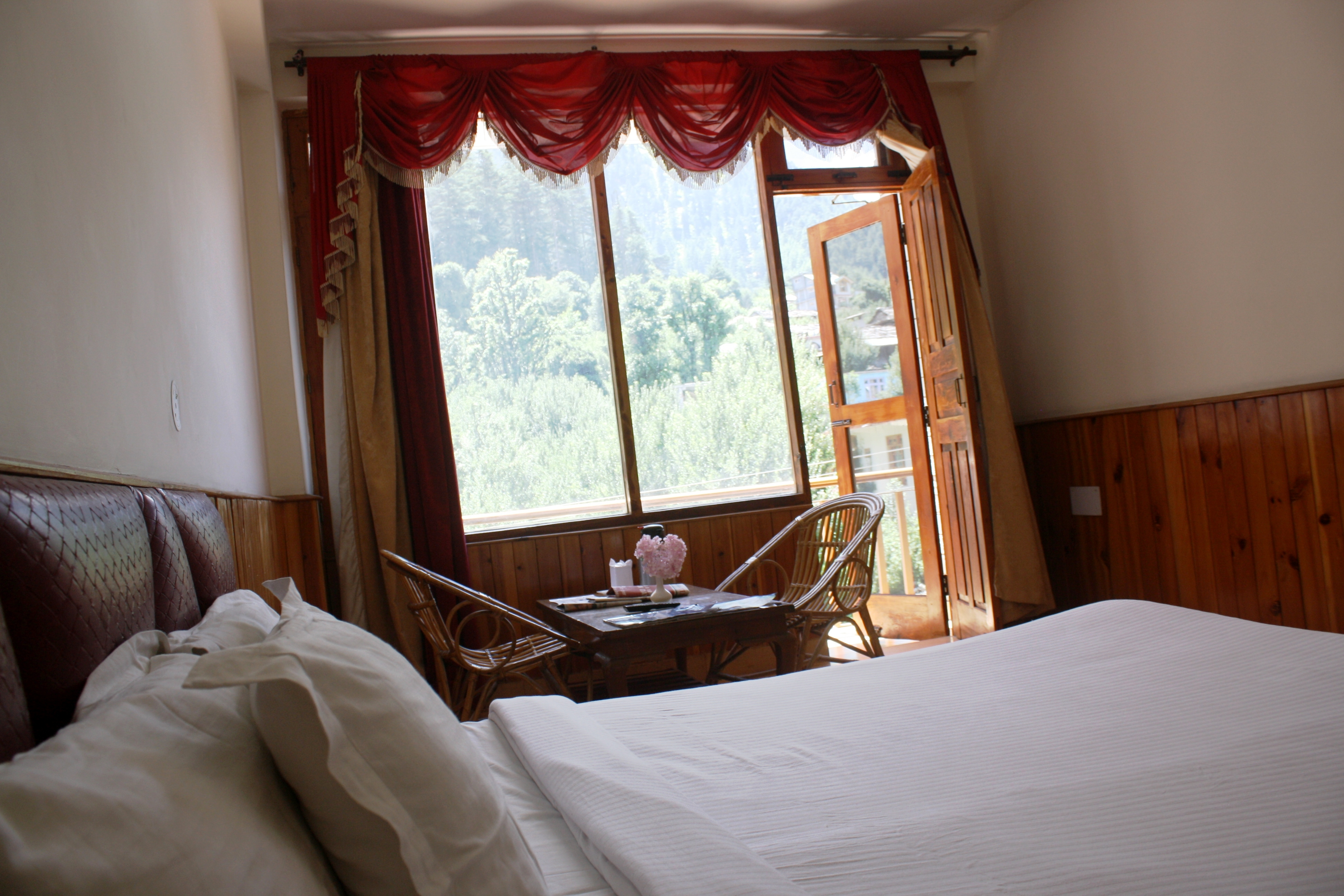 Deluxe Room Pine View(MAP), SARTHAK RESORTS KHAKHNAL( MANALI) - Budget Hotels in Manali