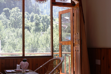 Deluxe Room Volvo Package on MAP, SARTHAK RESORTS KHAKHNAL( MANALI) - Budget Hotels in Manali