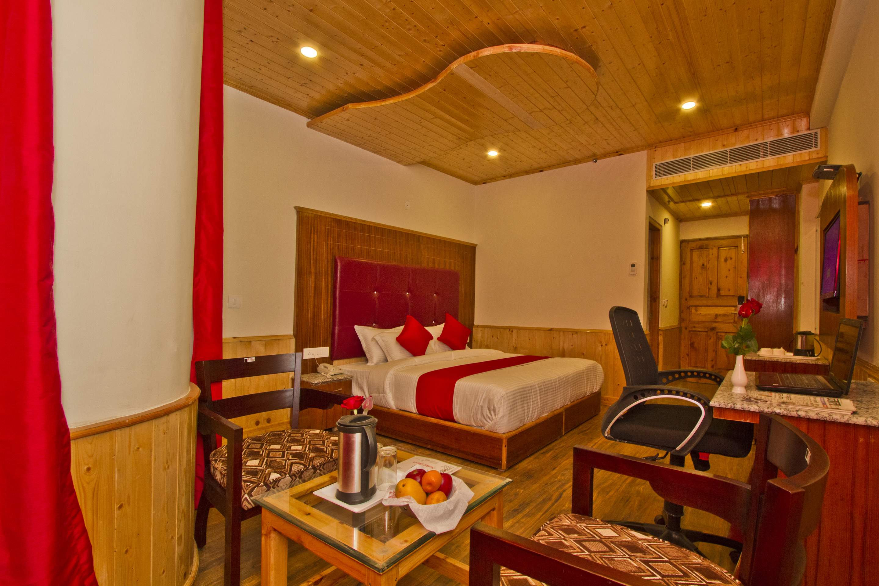 Premium Room Hill View with Balcony, Sarthak Regency - Budget Hotels in Manali