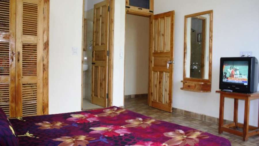 Standard Room with Balcony, Sarthak Bed And Breakfast - Budget Hotels in Manali