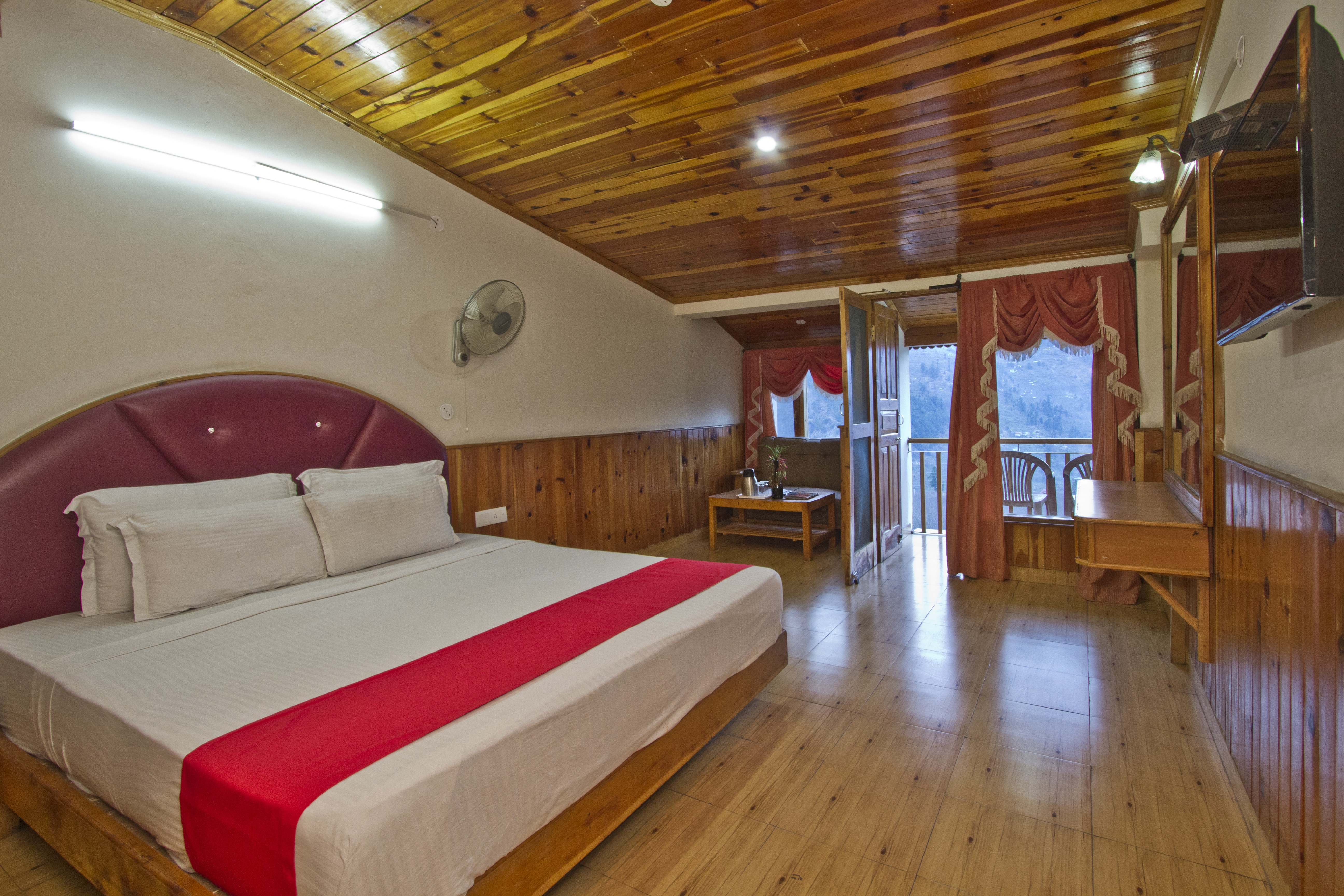 Super Deluxe Valley View Room, Sarthak Resorts - Budget Hotels in Manali