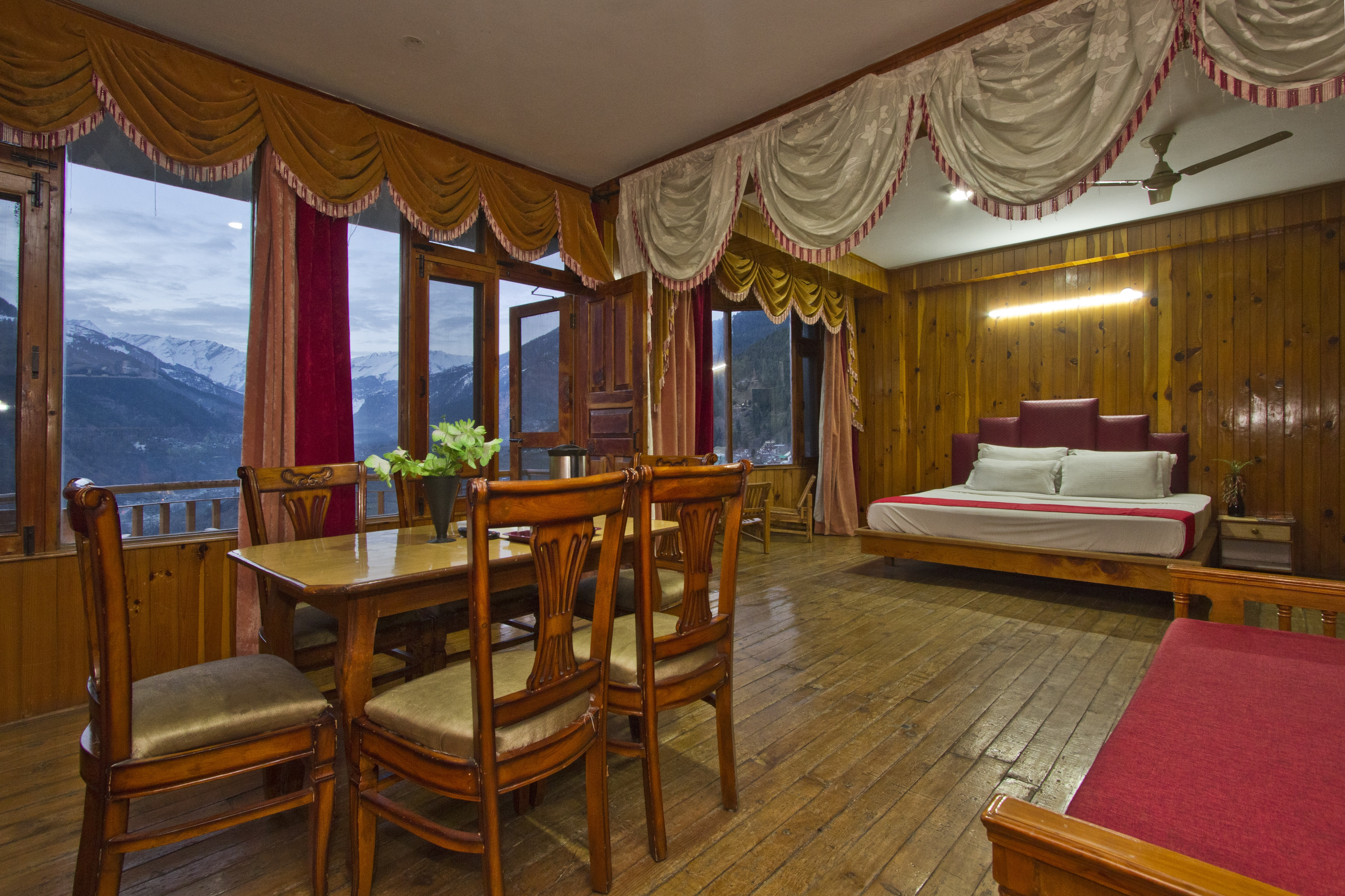 Royal  Mansion Valley View (CP), SARTHAK RESORTS KHAKHNAL( MANALI) - Budget Hotels in Manali