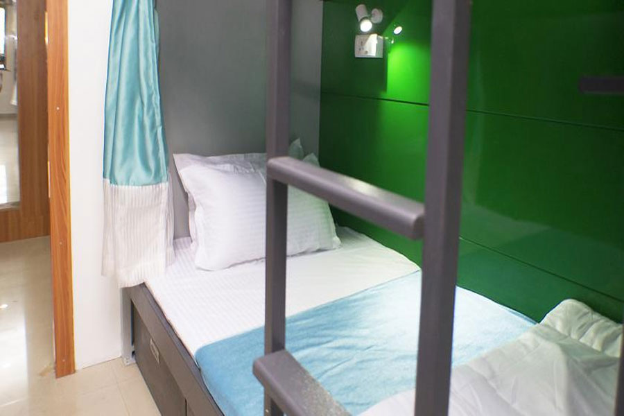 Single Deluxe Bed Male Dormitory A/C, ARMA HOSTEL (QUBE STAY) - Budget Hotels in Mumbai