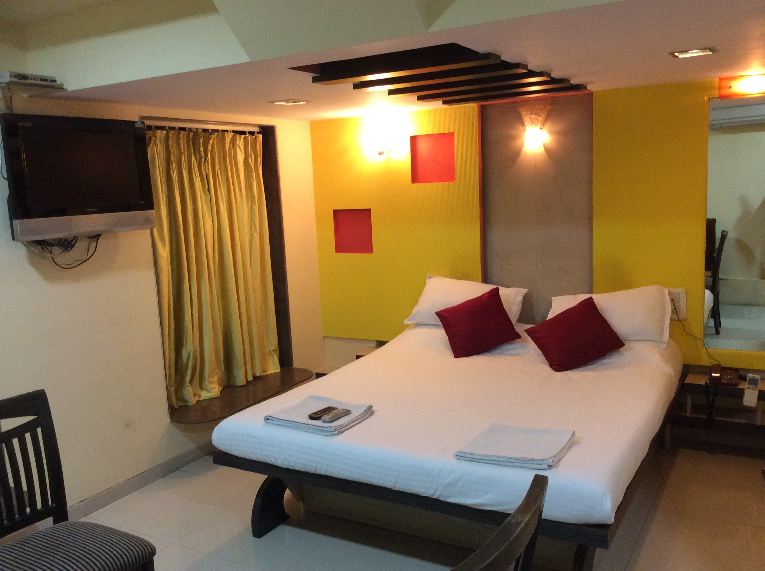 AC Deluxe Room on CP, Hotel Arma Court - Budget Hotels in Mumbai