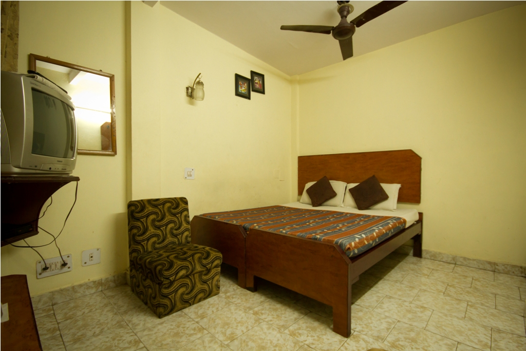 Standard Non AC Room, HOTEL WOODLAND - Budget Hotels in New Delhi