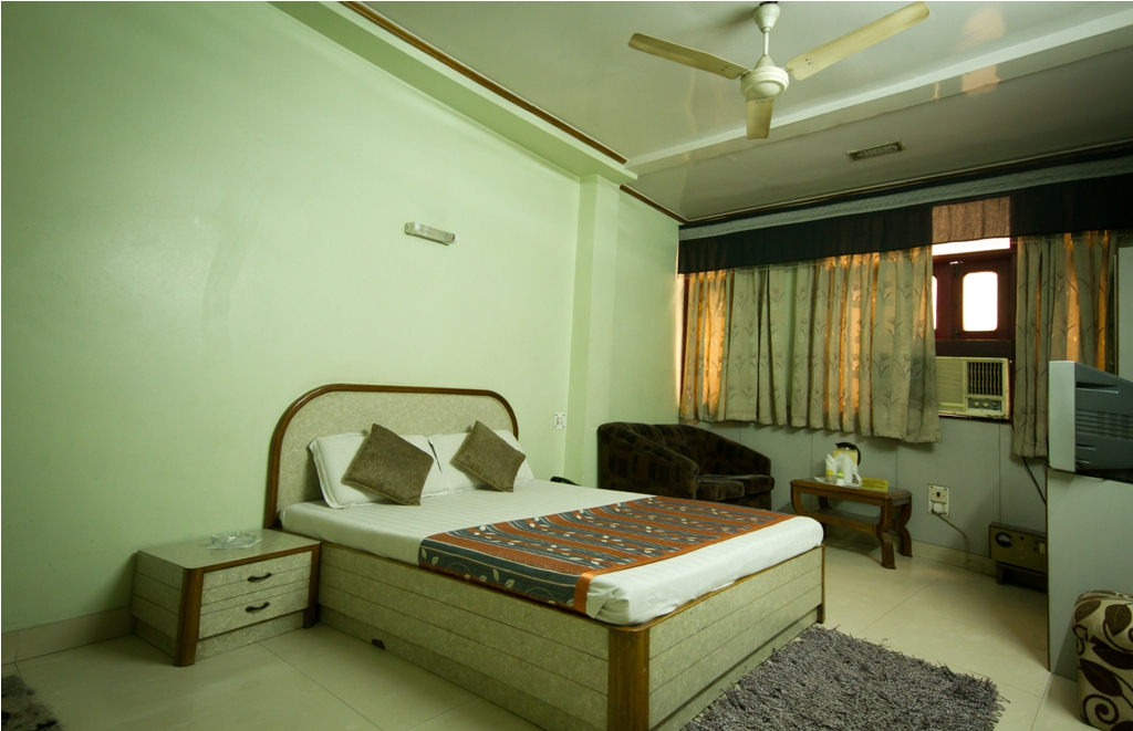 Deluxe AC Room, HOTEL WOODLAND - Budget Hotels in New Delhi