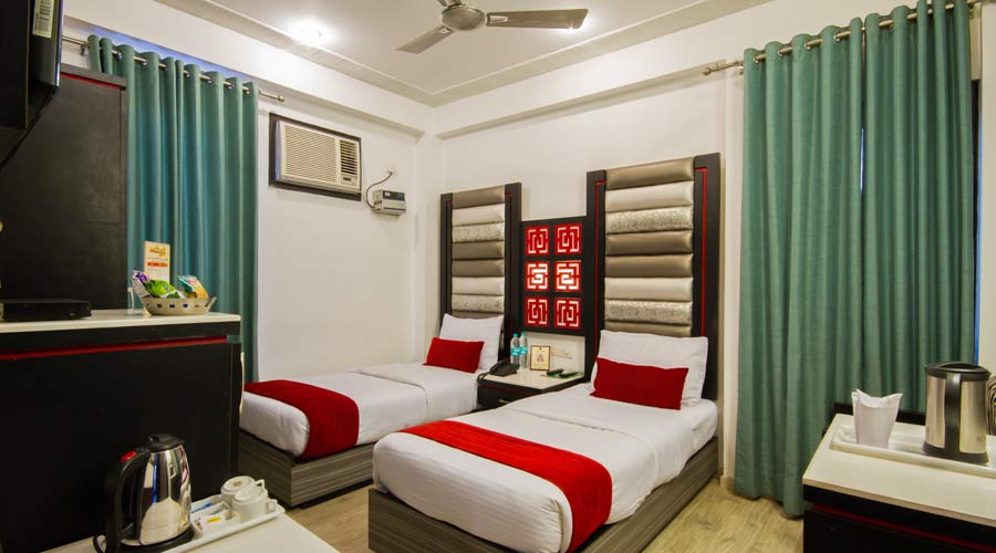 Deluxe Room, HOTEL SUNCOURT CORPORATE - Budget Hotels in New Delhi