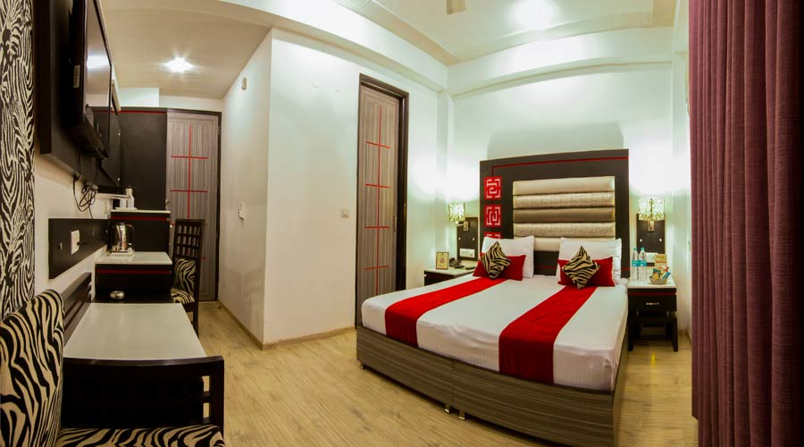 Triple Room, HOTEL SUNCOURT CORPORATE - Budget Hotels in New Delhi