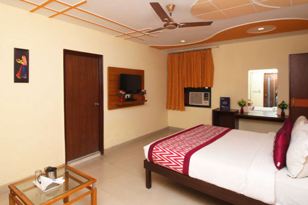 Classic Deluxe Room, HOTEL AMBROSIA - Budget Hotels in New Delhi