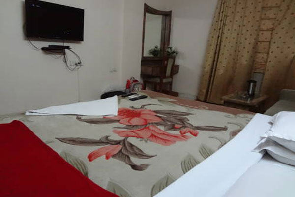Super Deluxe Room With Breakfast, Hotel Silver Arc Delhi - Budget Hotels in New Delhi