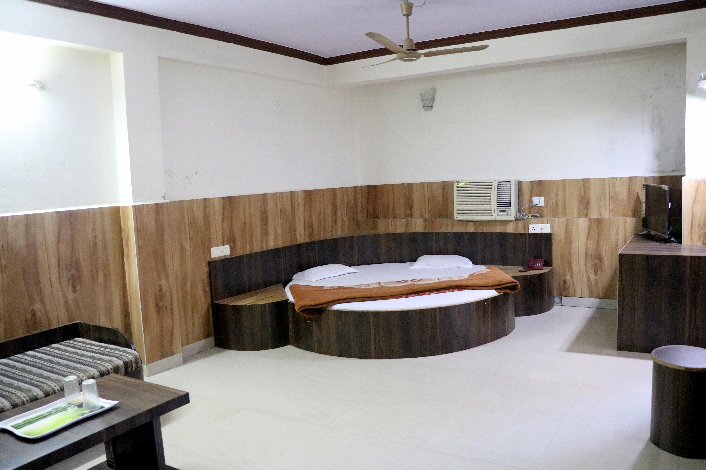 AC Room, JAIN RESIDENCY - Budget Hotels in Pachmarhi