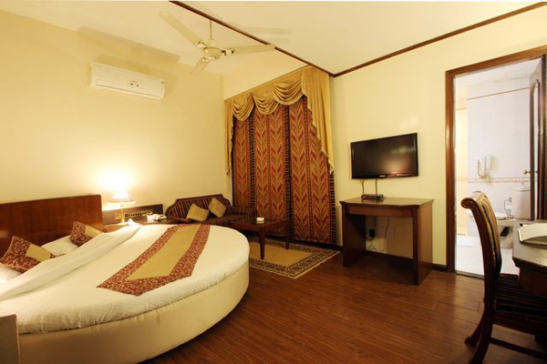 Semi Deluxe Room, HOTEL VENICE - Budget Hotels in Pathankot