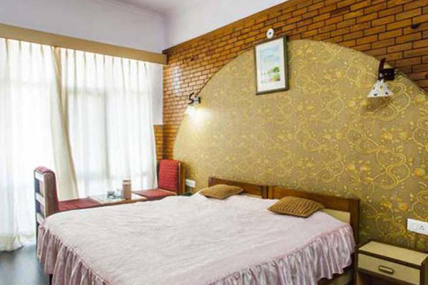 Luxury Room with Breakfast, HOTEL PARWATI INN - Budget Hotels in Ranikhet