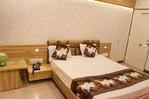 Double AC Room, Hotel Shri Radhe Somnath - Budget Hotels in Somnath