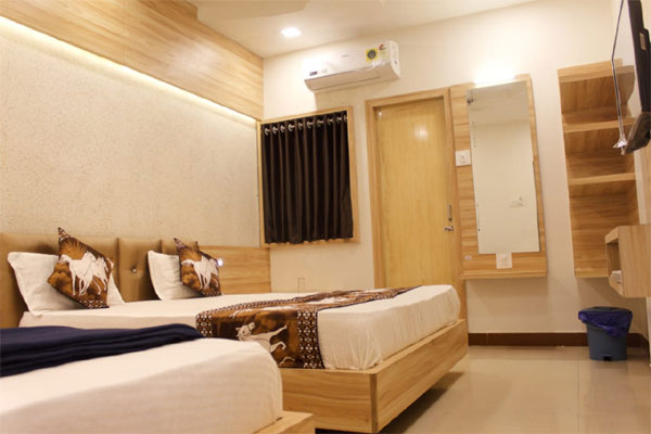 Triple AC Room, Hotel Shri Radhe Somnath - Budget Hotels in Somnath