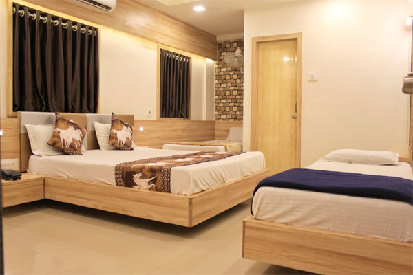Four Non AC Room, Hotel Shri Radhe Somnath - Budget Hotels in Somnath
