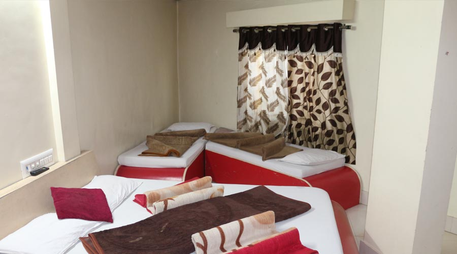 Four Bed AC Room, Hotel Avadh Somnath - Budget Hotels in Somnath