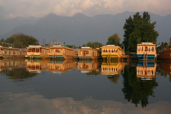 Standard 3 Night /4 Days Package (4 Person), WANGNOO HOUSEBOATS SRINAGAR - Budget Hotels in Srinagar