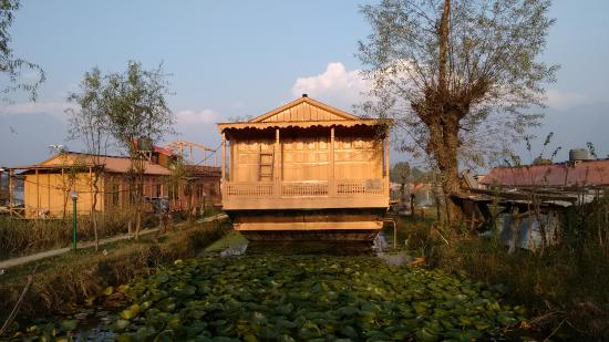 Superior 3 Night /4 Days Package (6 Person), WANGNOO HOUSEBOATS SRINAGAR - Budget Hotels in Srinagar