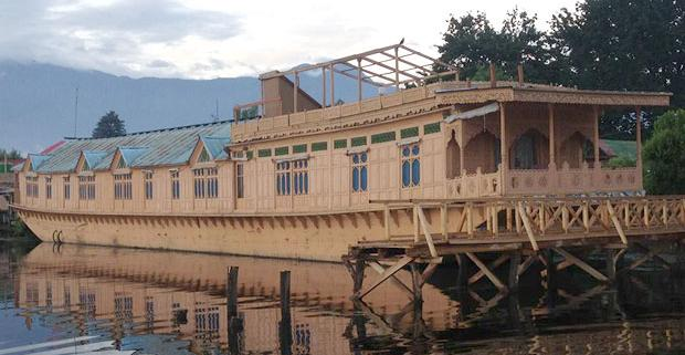 Superior 4 Night /5 Days Package (6 Person), WANGNOO HOUSEBOATS SRINAGAR - Budget Hotels in Srinagar
