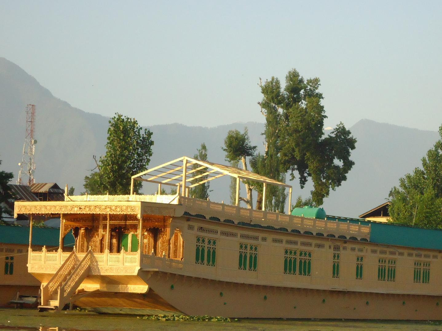 Standard 5 Night /6 Days Package (4 Person), WANGNOO HOUSEBOATS SRINAGAR - Budget Hotels in Srinagar