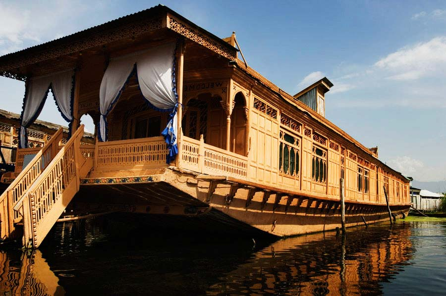 Standard 5 Night /6 Days Package (6 Person), WANGNOO HOUSEBOATS SRINAGAR - Budget Hotels in Srinagar