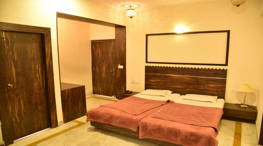 Super Deluxe AC Room, Hotel Saheli Palace Udaipur - Budget Hotels in Udaipur
